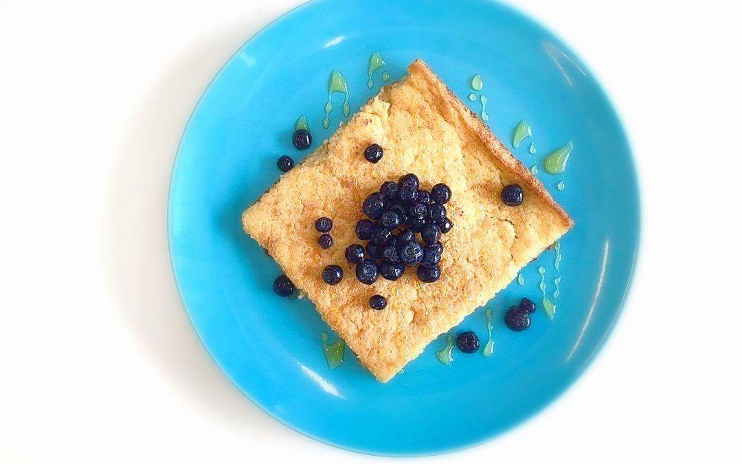 Sokeriton sitruuna-kardemummapannari 4 kananmunaa 8 dl riisimaitoa 4 dl gluteenitonta kaurajauhoa 1 tl leivinjauhetta 1 rkl psylliumia 1/2 tl suolaa 1 luomusitruunan raastettu kuoripuolikkaan luomusitruunan mehu 1 rkl kardemummaa 100 g sulatettua luomuvoita