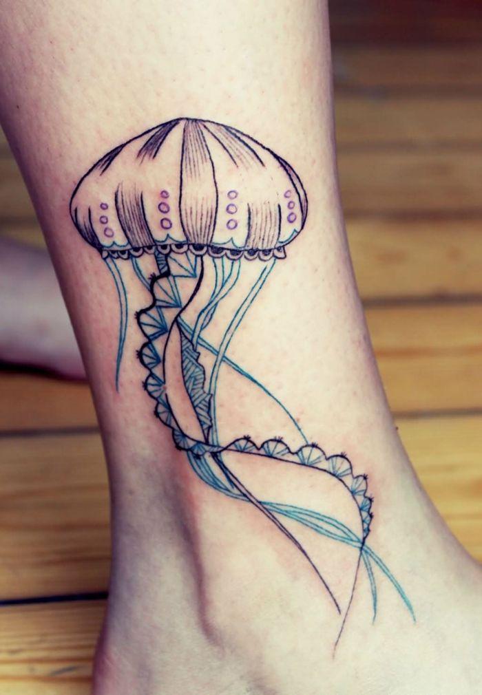 sch ne tattoos qualle am kn chel tattoo ideen. Black Bedroom Furniture Sets. Home Design Ideas