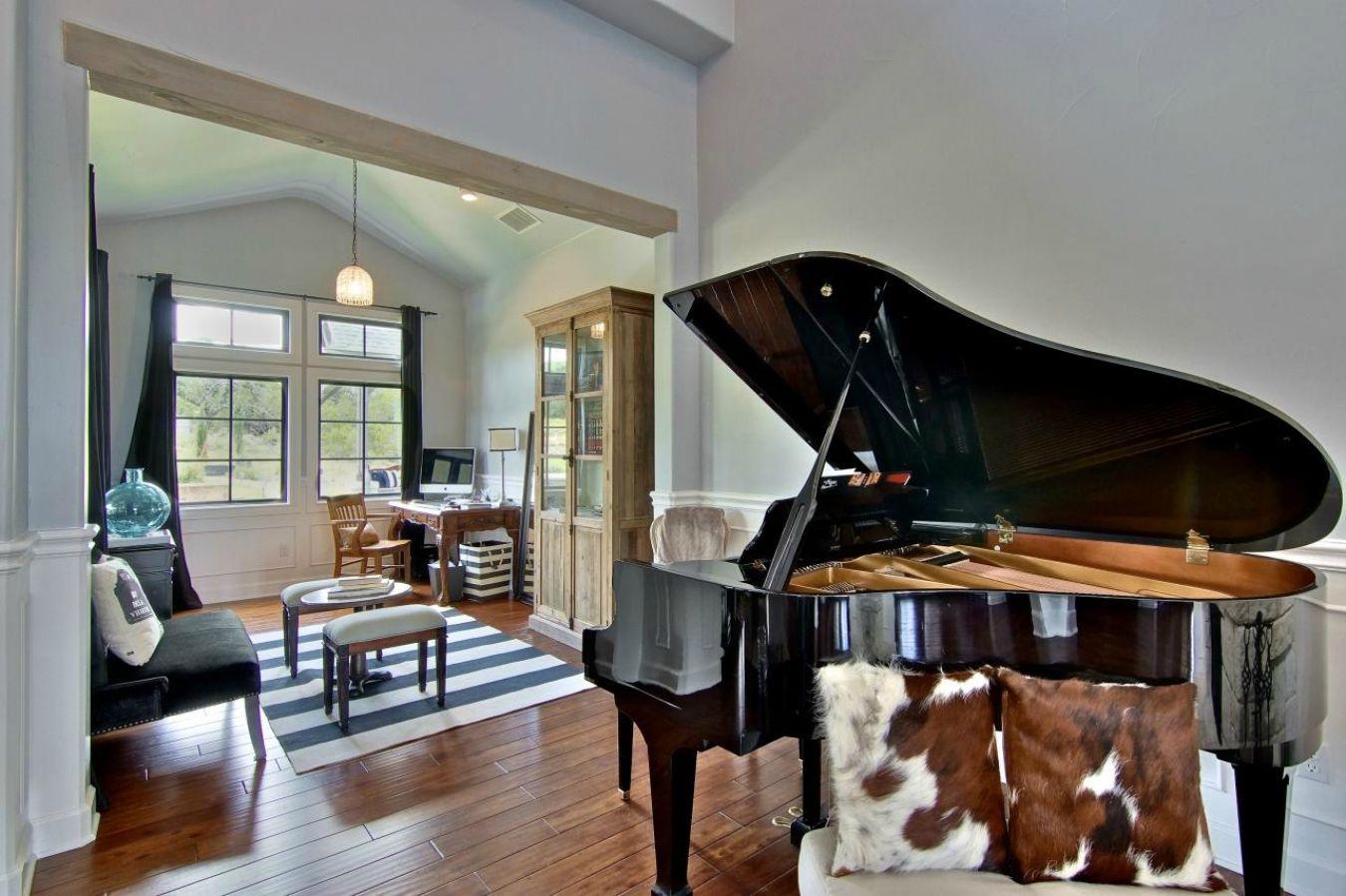 рояль в доме картинки нужный