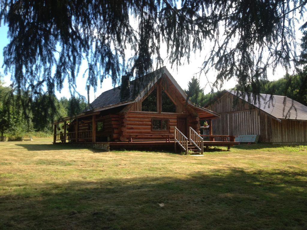 Beautiful Log Home on edge of South Fork River in Raymond