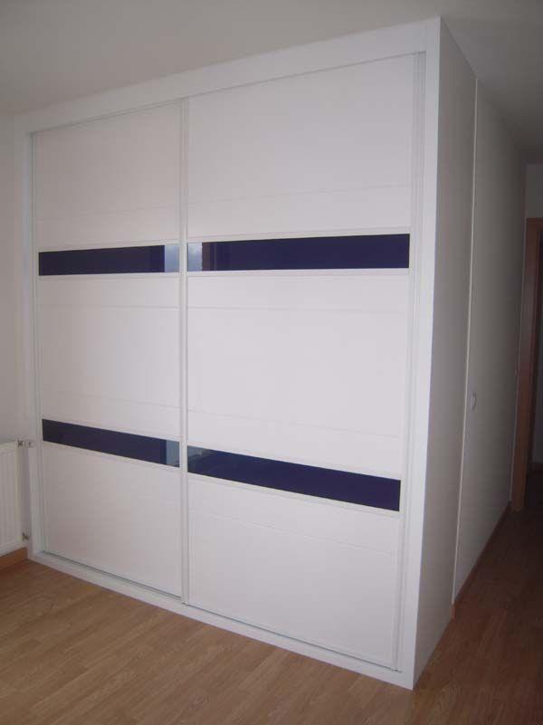 Frente lacado en blanco con cristal azul armarios - Frente armario corredera ...