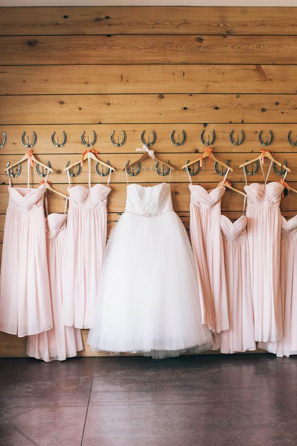 Foto på min och tärnornas klänningar