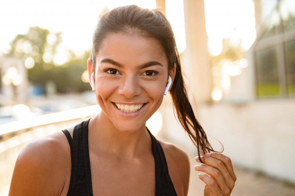 Close up portrait of a smiling fitness woman #paid, , #Affiliate, #SPONSORED, #portrait, #woman, #fi...