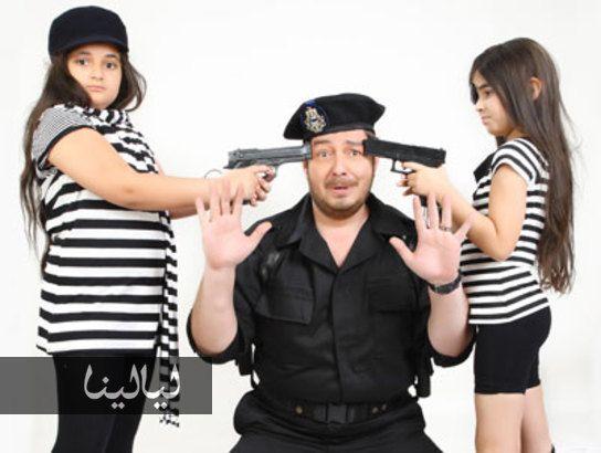 أجمل صور أحمد زاهر وبناته ملك وليلى Www Layalina Com Women Striped Top Striped