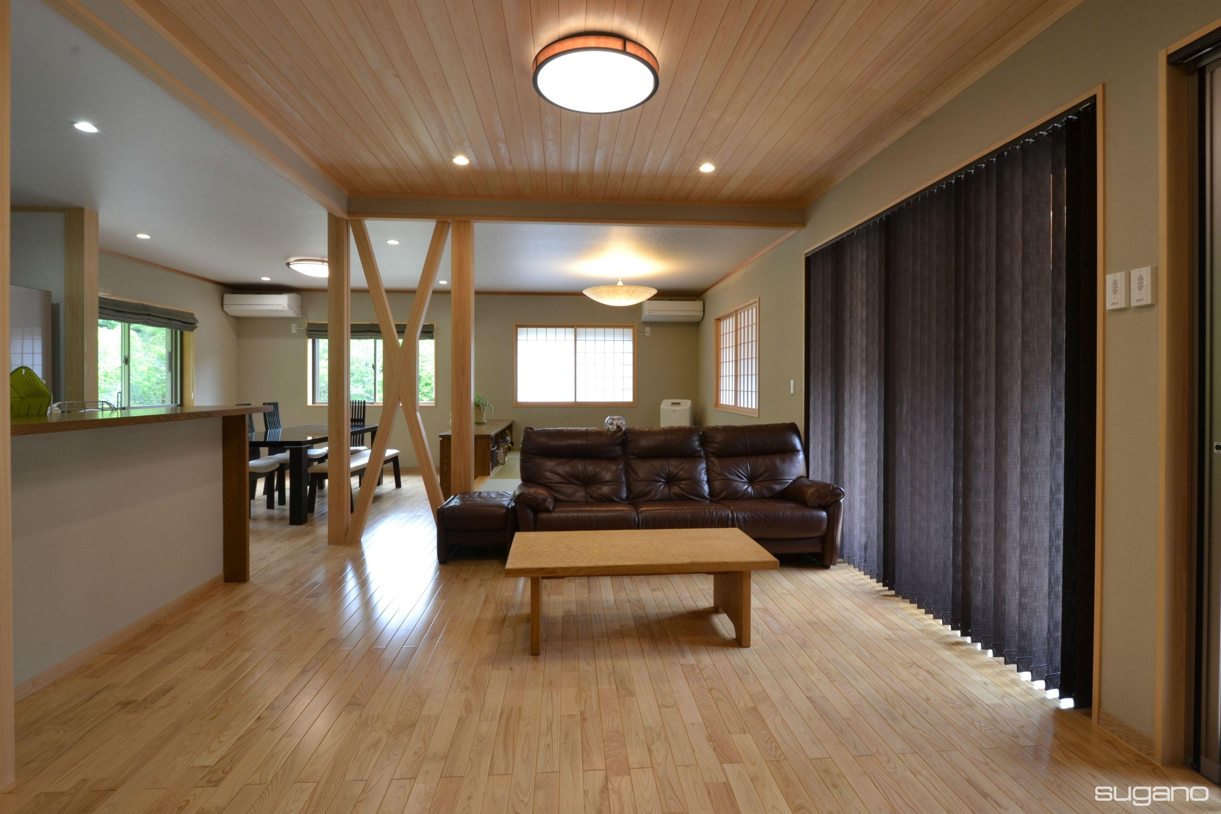 33帖のldk 床はクリフローリング 天井は リビング部分だけ15cm高くして 桧の上小節板を張りました Ldk 和風住宅 リビング 新築住宅 木造住宅 二世帯住宅