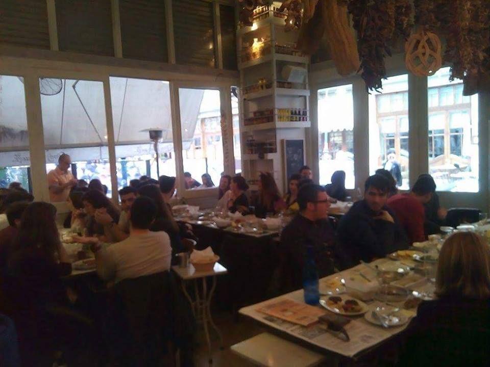 Φουλάραμε την τσικνοπέμπτη στο φουλ του μεζέ... https://goo.gl/KrKaYn  #φούλτουμεζέ #ουζομεζεδοπωλείον #Θεσσαλονίκη #Λαδάδικα