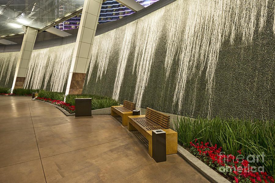 aria las vegas water wall fountain