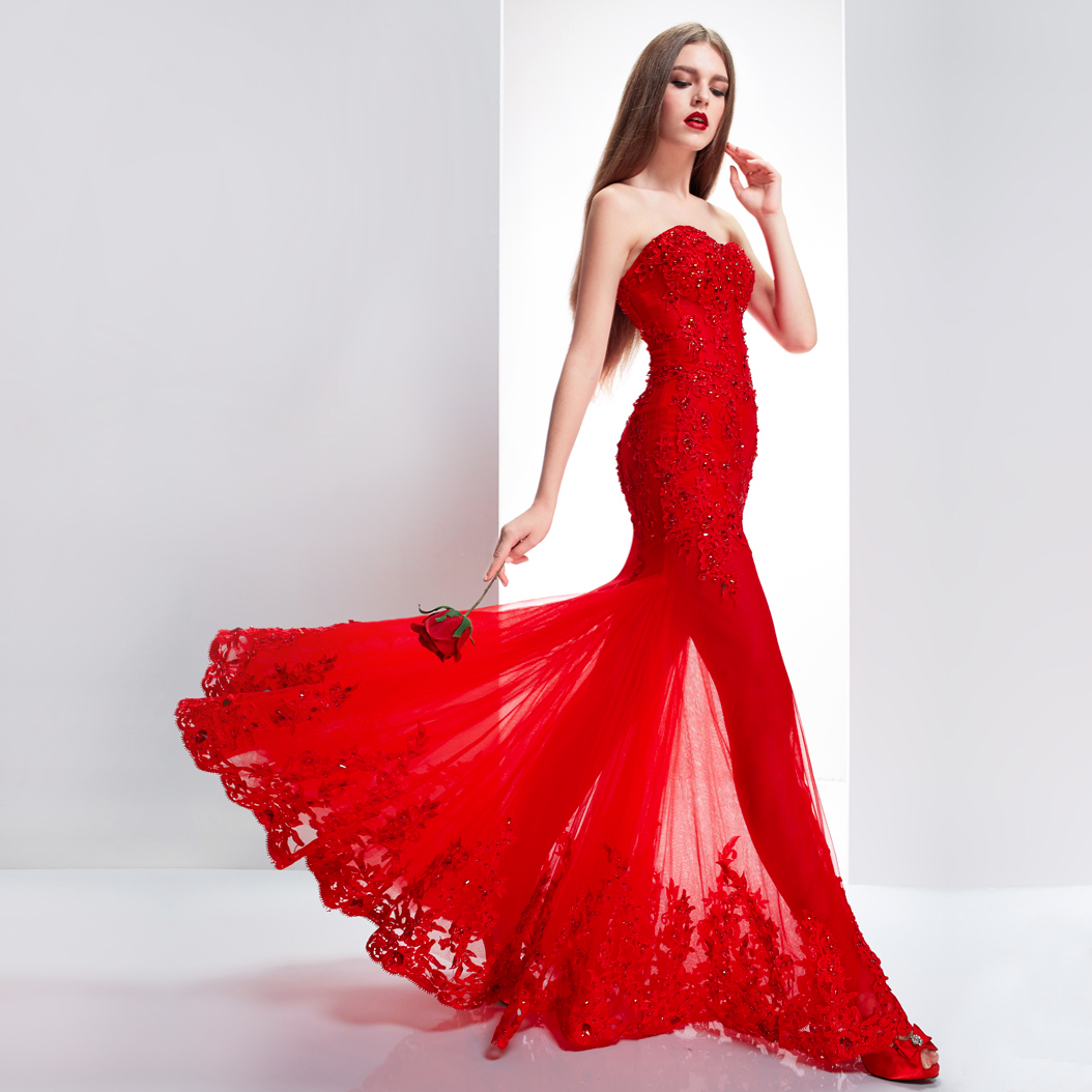 179be31e5b Open-shoulder-floor-length-Chinese-red-bridal-dress-