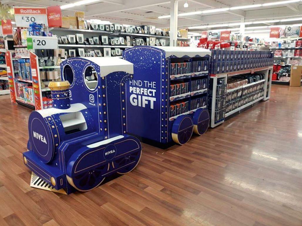 Nivea xmas train front of store display cardboard for Veterinario di punto di cabina