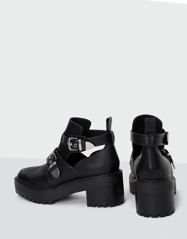 6545283e772 Botín moda hebillas - Calzado - Novedades - Mujer - PULL BEAR España ...