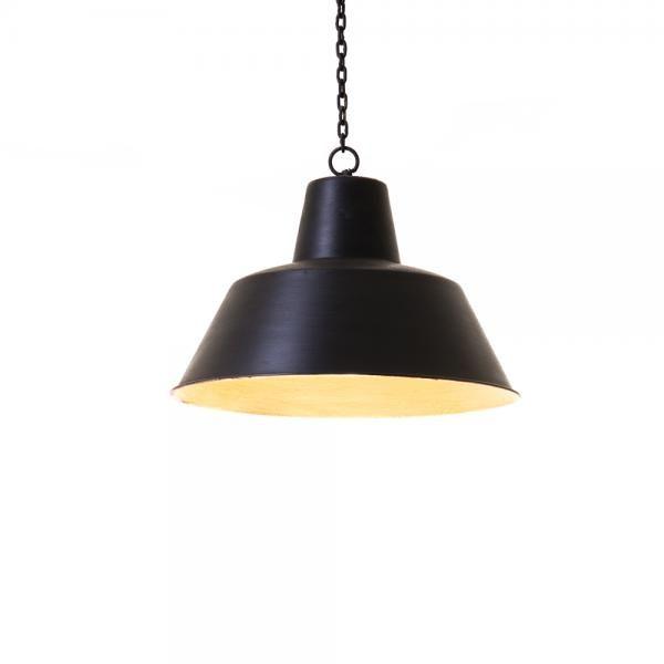 Musta metallinen kattolamppu kettingillä. Tilaa omasi tästä! http://www.verkkokauppa.aadesign.fi/tuotteet/black-light-small