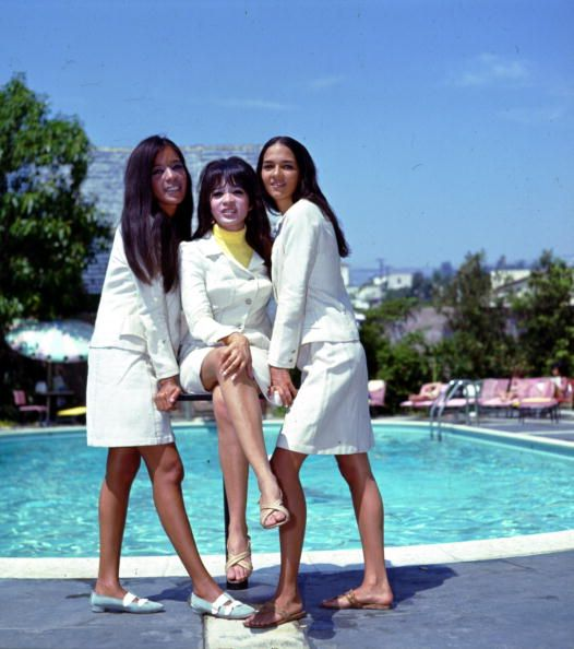 Nedra Talley, 1/3 of the Ronettes, turns 70 today - she was born 1-27 in  1946 -- L-R Estelle Bennett, Ronnie Bennett S… | The ronettes, Female  musicians, Girl group
