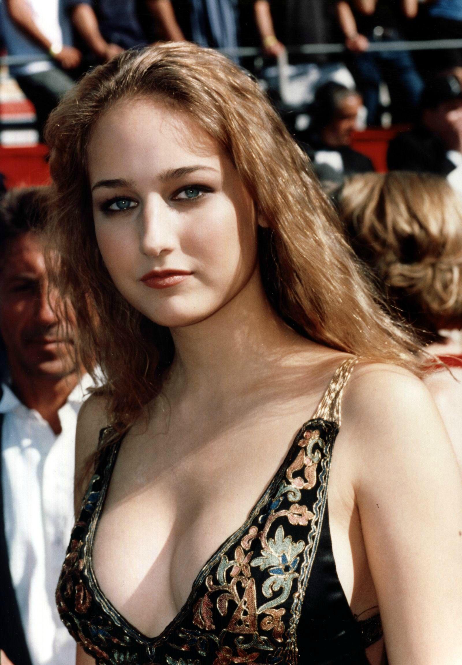 Hot Leelee Sobieski