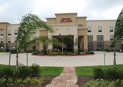 The Hampton Inn And Suites Lake Jackson Clute Hotel Is Near Surfside Beach Quintana Our Rooms All Have A Microwave Fridge Free Wifi