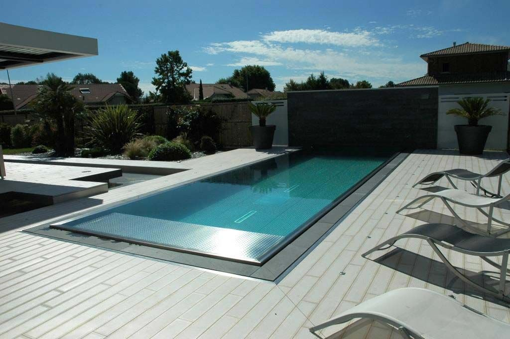 Paradis aquatique clairage lin aire volets roulants et for Piscine miroir design