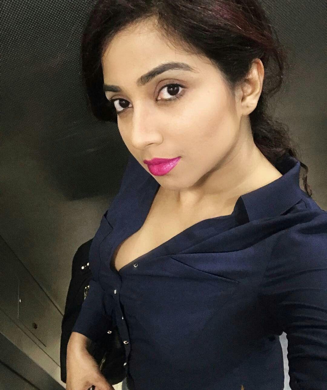 Shreya ghoshal selfie   Shreya ghoshal hot, Indian actress