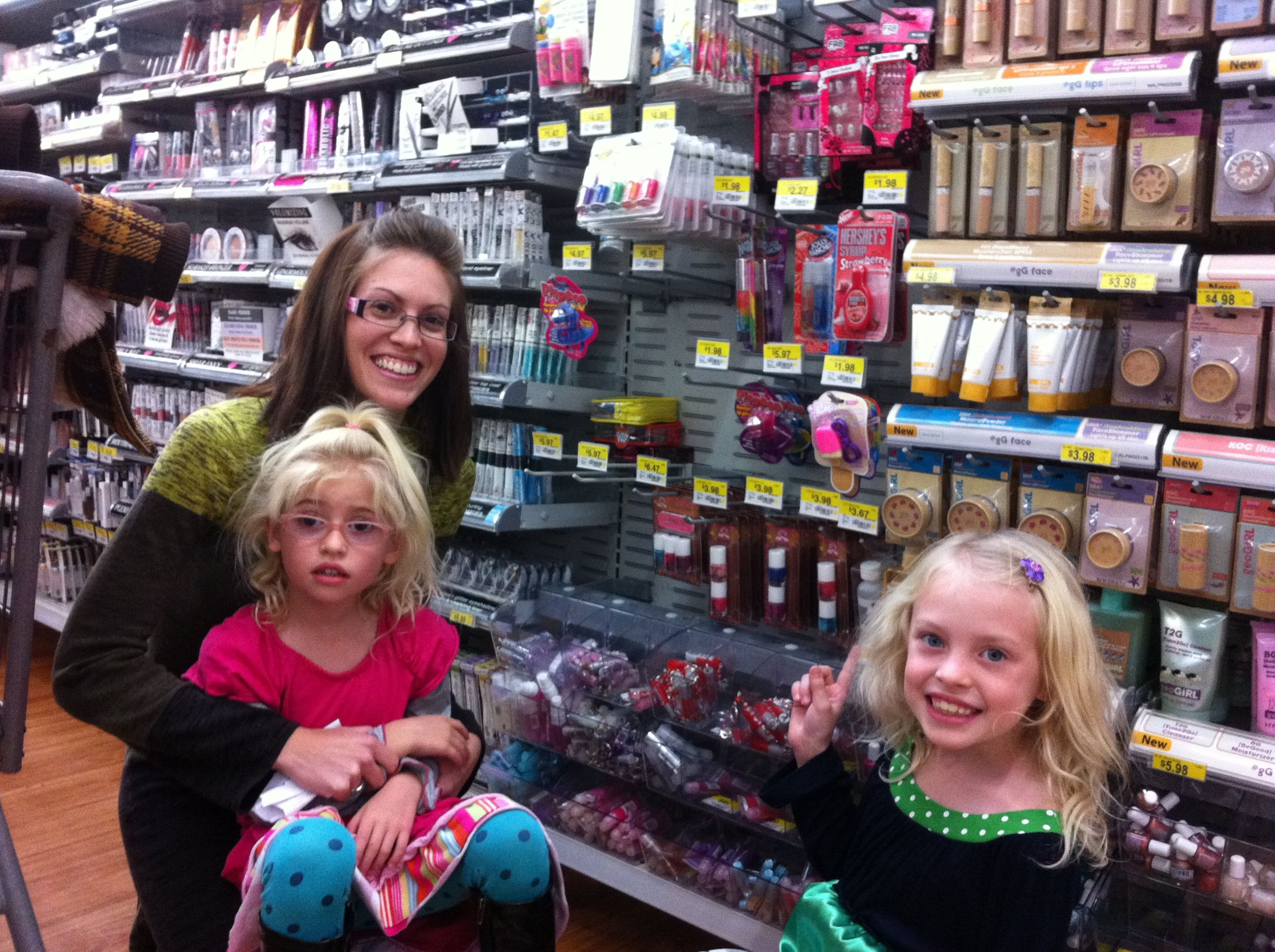 Melanie Piggy Paint Founder With Her Daughters At Wal