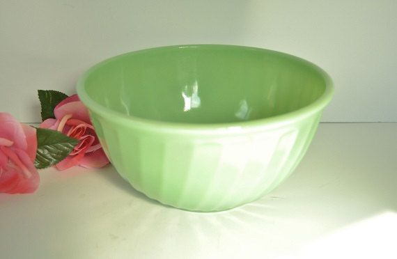 Jadeite Serving Bowl from Fire King by ChezumsTreasures on Etsy