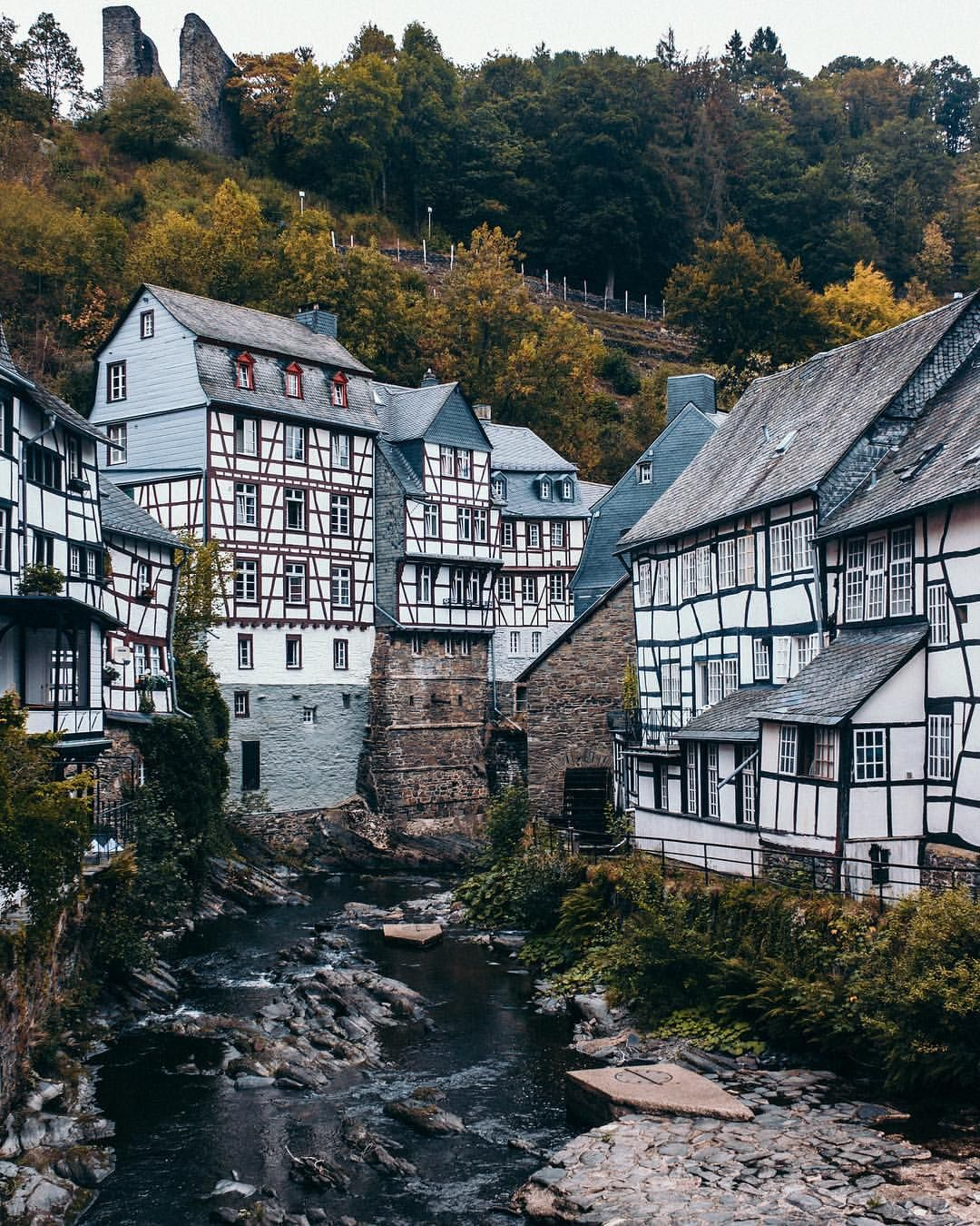 Monschau Nordrhein Westfalen Deutschland Over The River Monschau Cute House