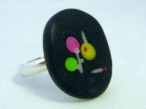 Schwarzer Ring mit kleinen punken -