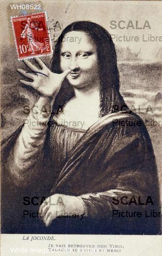 """""""Mona Lisa saluant pour signifier son depart pour retrouver son 'Vinci'.Editee au moment du vol de l'oeuvre qui eut lieu le 21/08/1911"""" Scala Archives – Images details"""