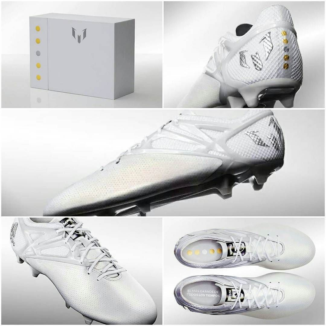 751eb46b Los botines especiales de Lionel Messi para conmemorar su 5th Balón de Oro.  Lleva un escrito en la parte interior del Botin: El más grande de todos los  ...