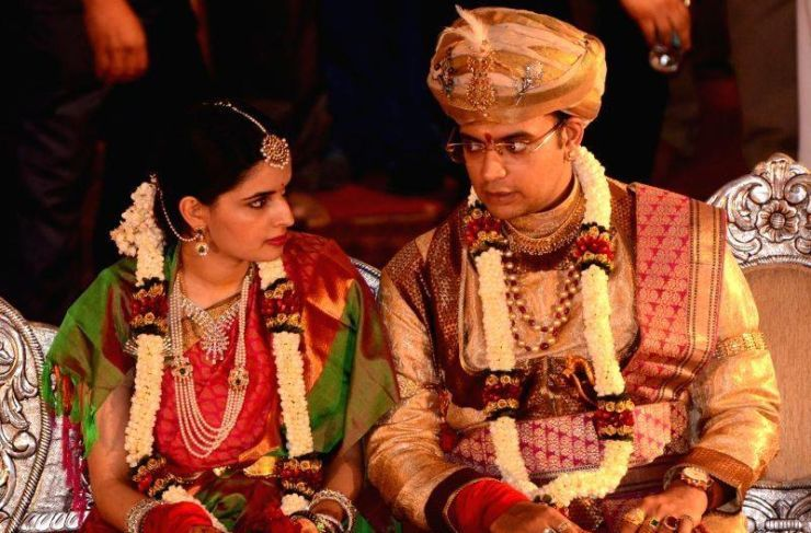 Mysore Maharaja Yaduveer Wadiyar - Trishika Kumari Marriage Pics ...