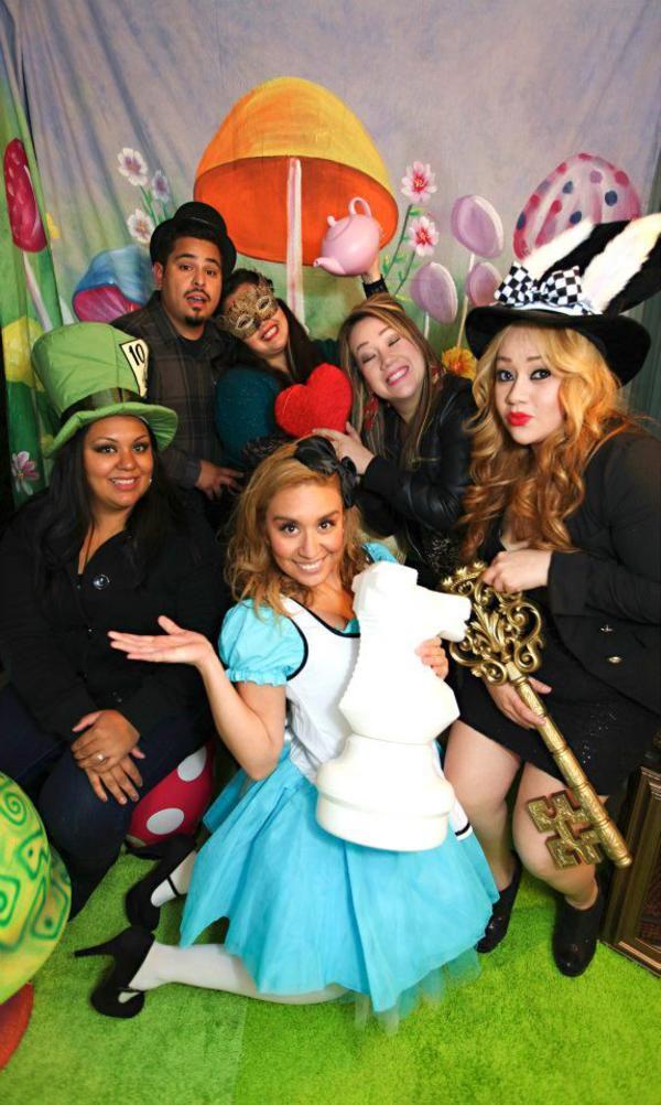 Midnight Alice In Wonderland 30th Un Birthday Party Planning Ideas Alice In Wonderland Tea Party Alice In Wonderland Party Karas Party Ideas