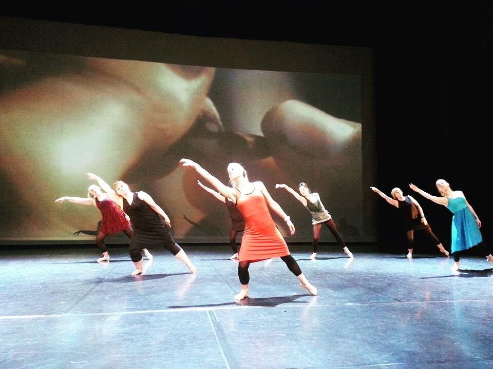 Viikko käynnistyi eilen loistavasti Keton kevätnäytöksissä! Upeita esityksiä ja tanssijoita joka iikka KIITOS TEILLE EILISESTÄ Keskiviikkona ja sunnuntaina näytökset jatkuu Järvenpää-talolla. Let's dance some more! #tanssiketo #kevätnäytös #keto #tanssi #järvenpäätalo #järvenpää #tuusula #tanssijat #taidetanssi #katutanssi #performing #show by tanssiketo