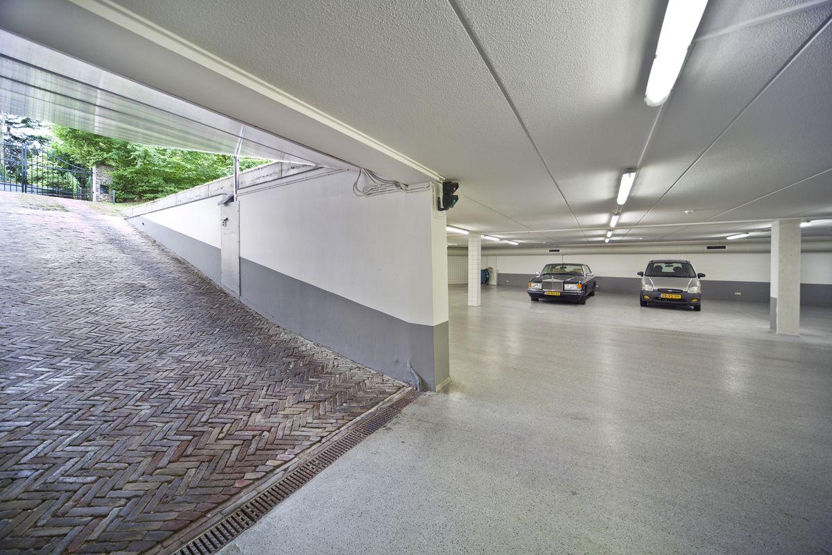 Underground garage a gen beuke carre hoeve te schweiberg for House plans with underground garage