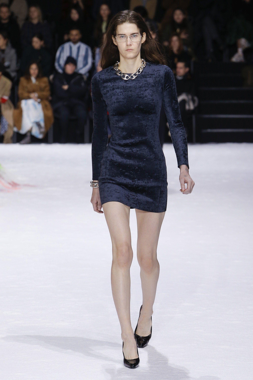 23c4d4a79993 Dark blue long sleeved velvet dress and a chunky chain necklace - Balenciaga  Fall 2018 #plush...x