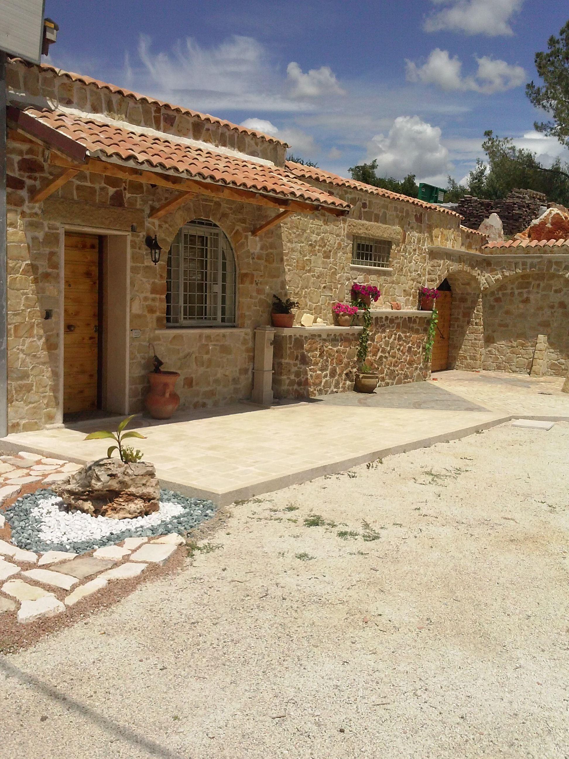 Rivestimento in pietra umbra tipico delle vecchie case for Case vecchie ristrutturate