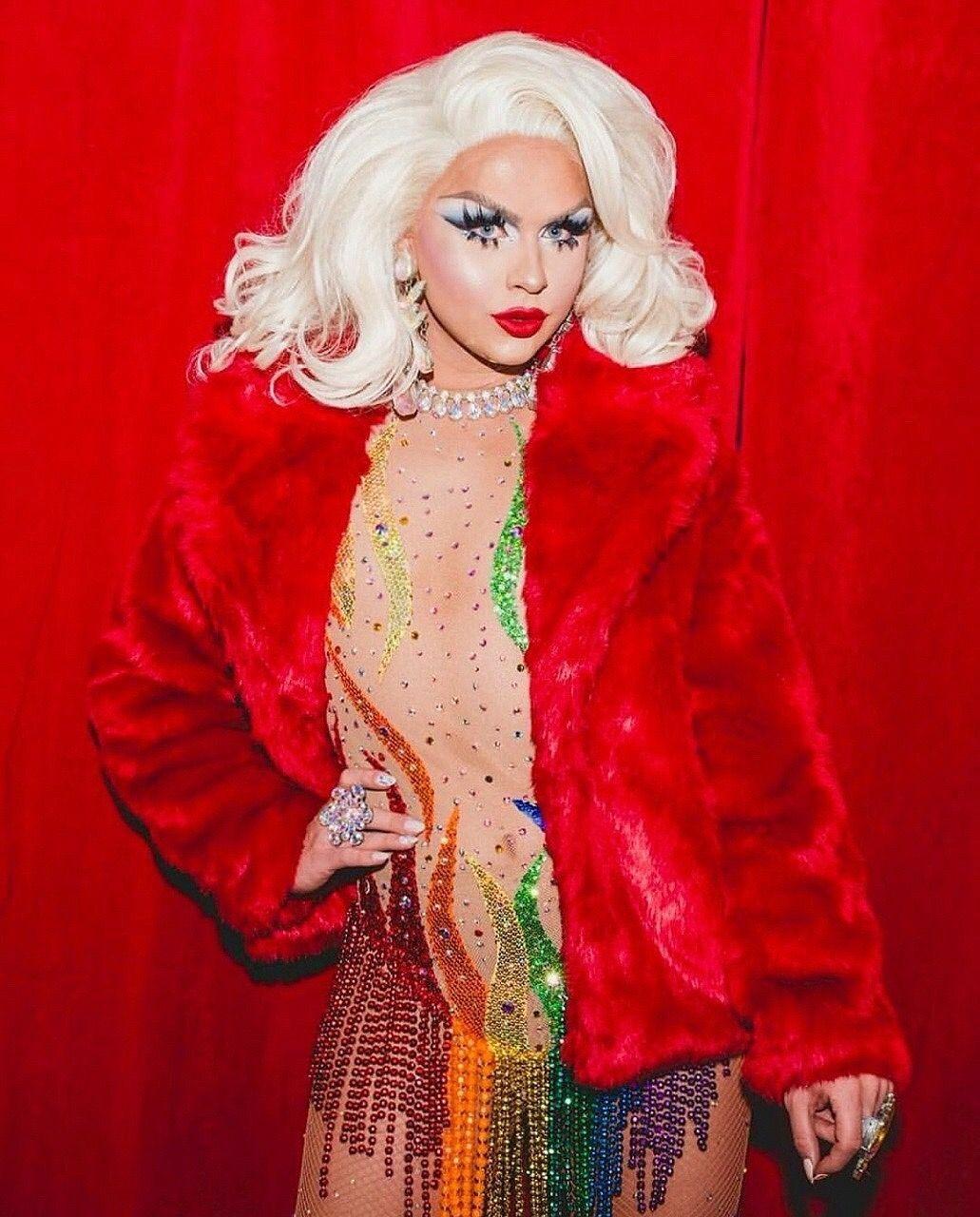 Look at her! | DragQueen | Fur coat, Coat, Crossdressers