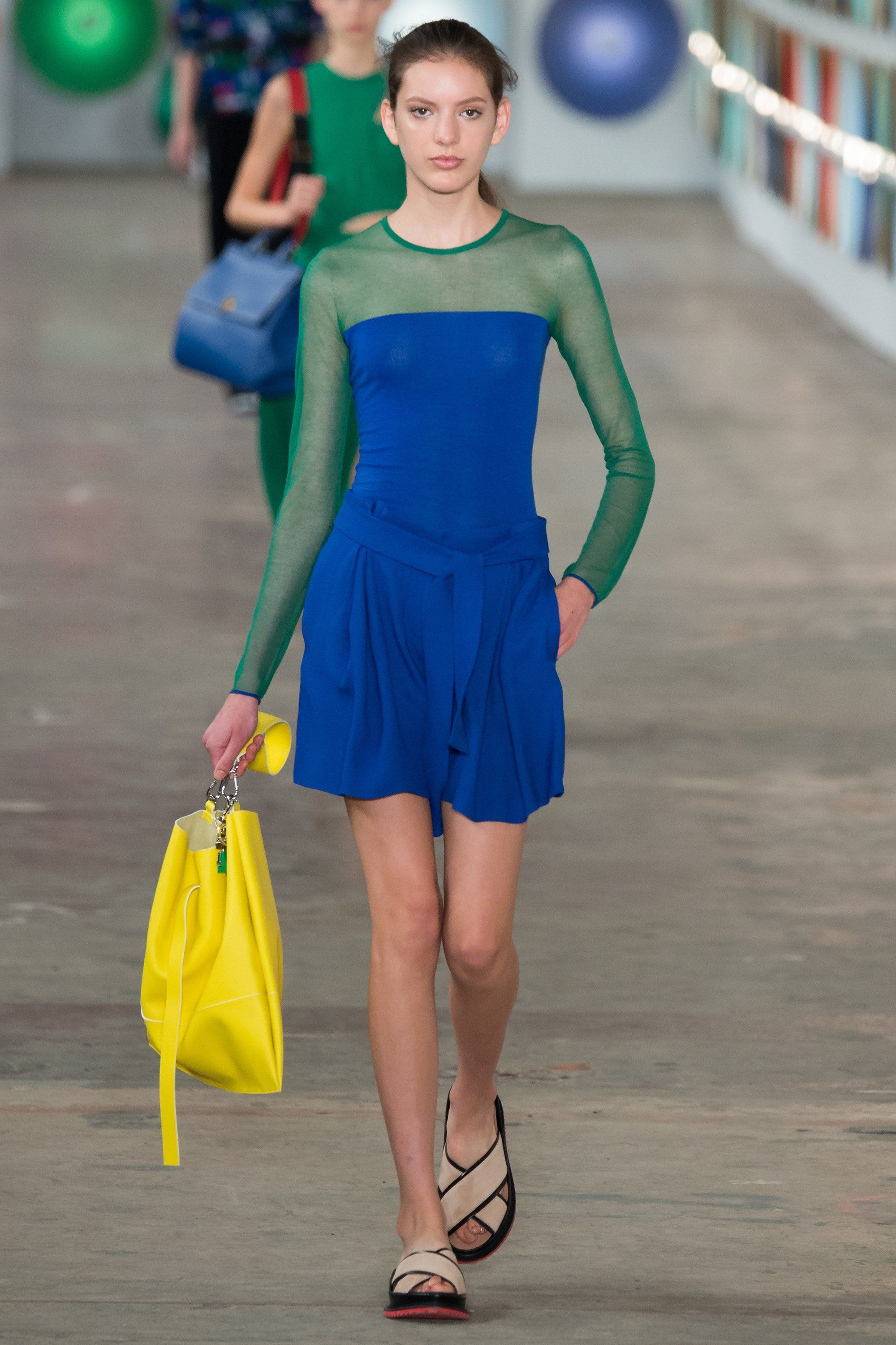 2019 year looks- How to colour wear blocking trend