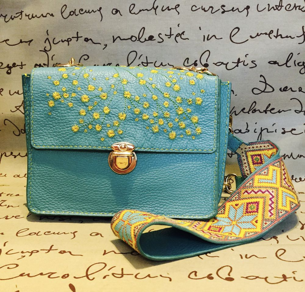 0204db7ee727 Шьем своими руками кожаную сумку с вышивкой | Сумки, кошельки,  косметички... | Кожа, Сумки и Краска
