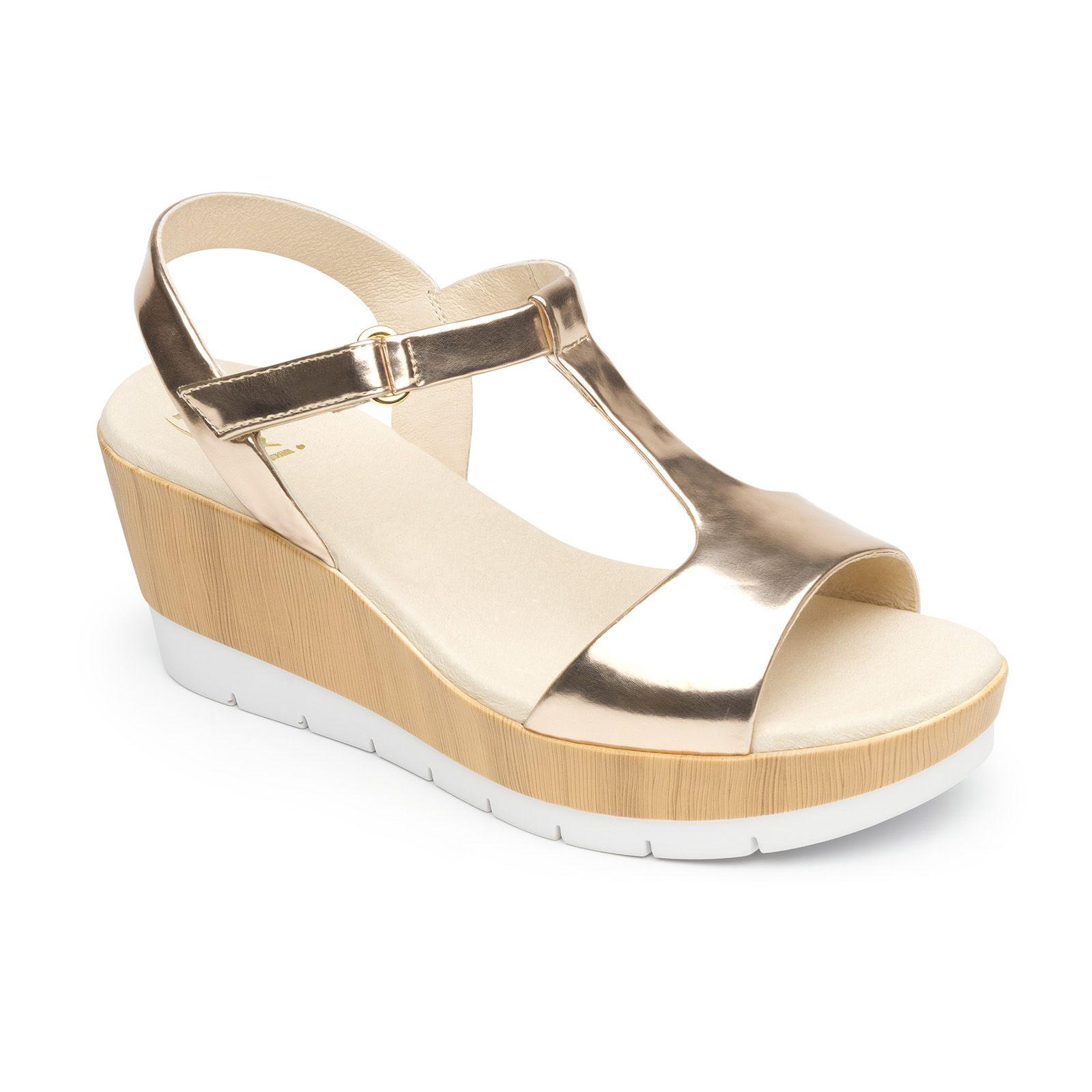 a62cc7ec6b8 Nueva línea de sandalia de plataforma con texturas lisa, vaqueta y madera  con patín dentado