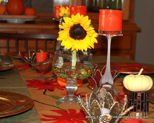 Fall-tablescape-with-sunflowers-and-pumpkins