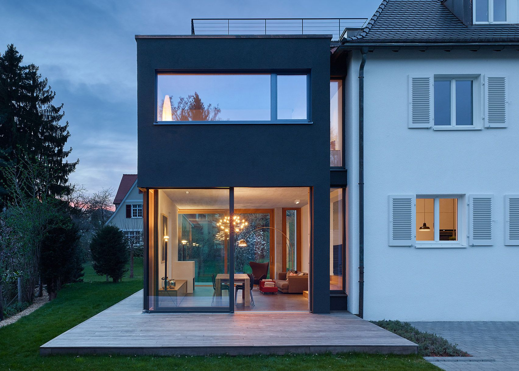 Separated From The Original Building By A Glazed Gap Holzer Architekten Made An Extension A Stand Out Featur Architect House House Roof House Extension Design