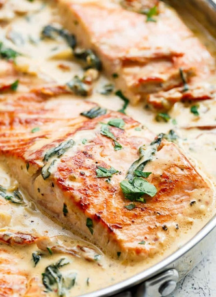 Recipe for salmon in creamy cream sauce with spinach, sun-dried tomatoes and garlic -  recipe for s