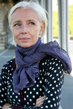 What a natural looking older woman- just beautiful.  No plastic surgery needed!  And she looks 10x better than Hollywood.