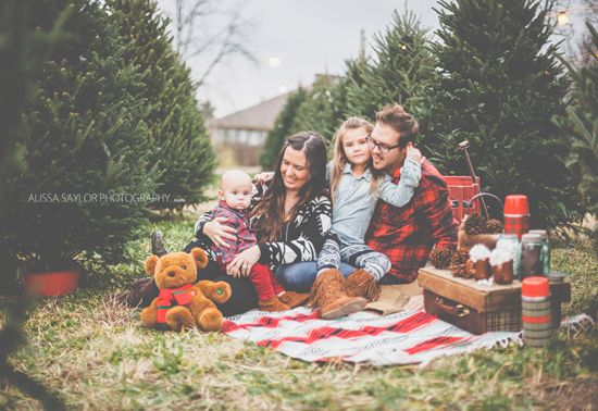 The 20 Cutest Holiday Family Photos Ever | Christmas tree farm ...