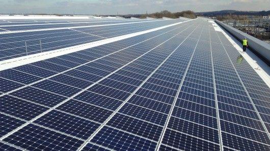 Jaguar Installs Uk S Largest Rooftop Solar Array Solar