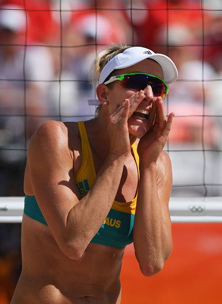 57fa68f51a  RIO2016 Best of Day 1 - Louise Bawden of Australia embrace shouts during  the Women s Beach Volleyball preliminary round Pool F match against Natalia  Alfaro ...