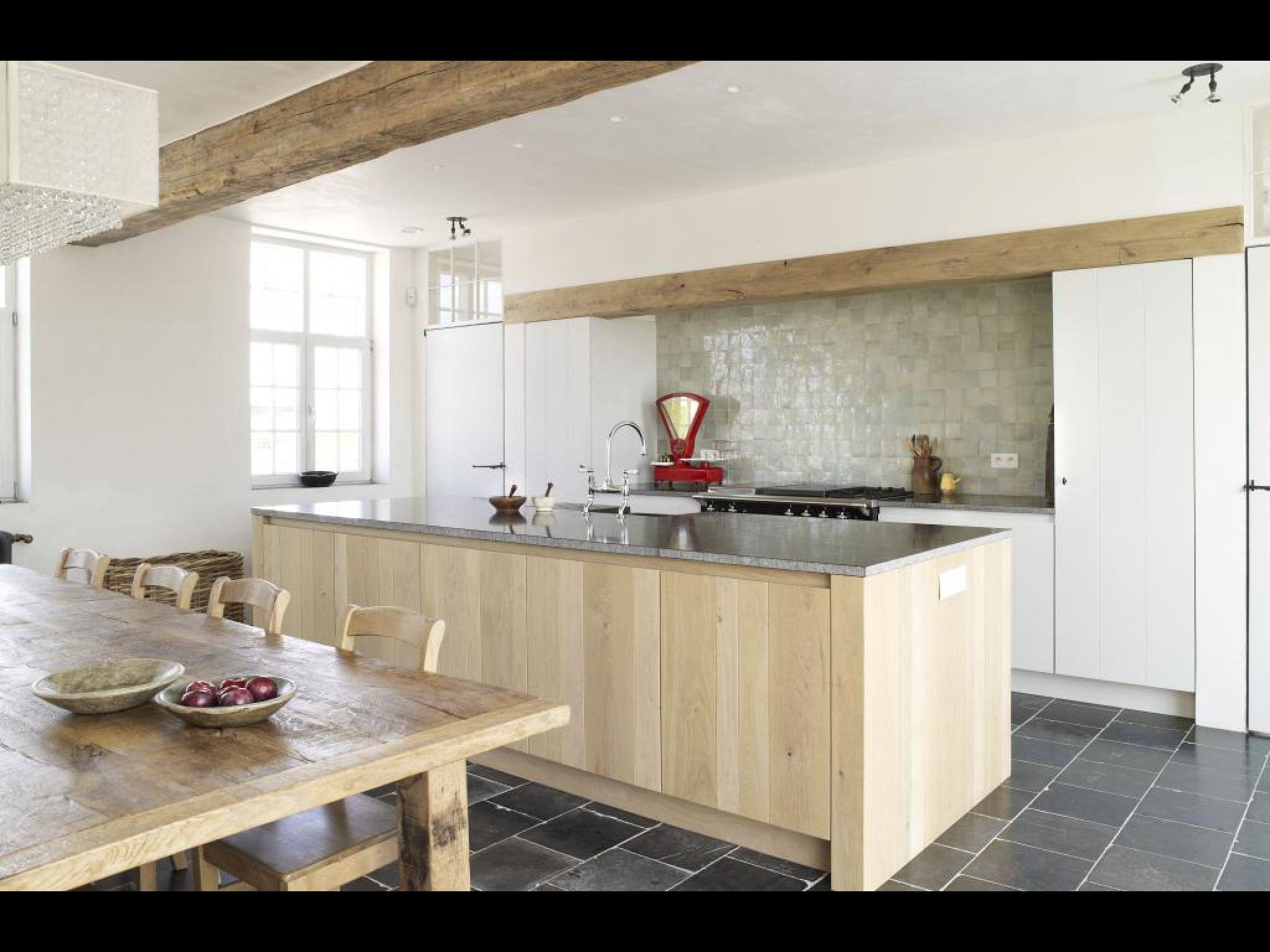 Landelijk modern landelijk strak 1 houtenbalk in de keuken house kasp pinterest - Modern keukenplan ...