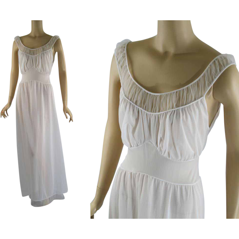 Vintage 1960s Nightgown Bridal White Van Raalte Myth Night Gown Sz 38 B40