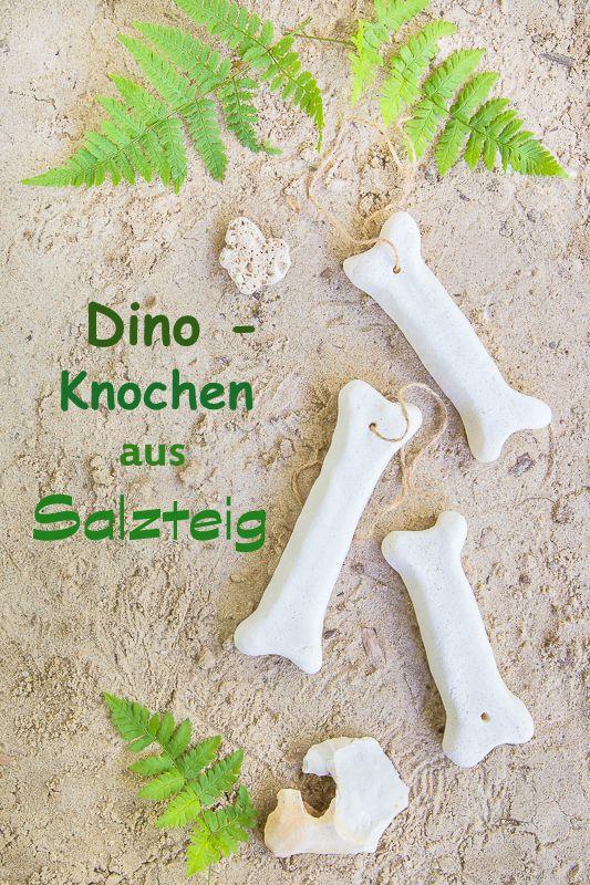 DIY Idee - Einladungen für einen Dinosaurier Geburtstag bastelt aus Salzteig und Papier #dinosaur