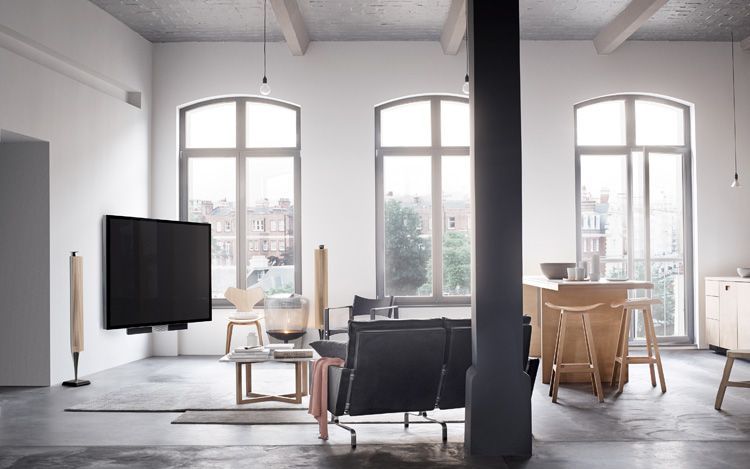 灰地、白牆白天花、木色家具--b&o