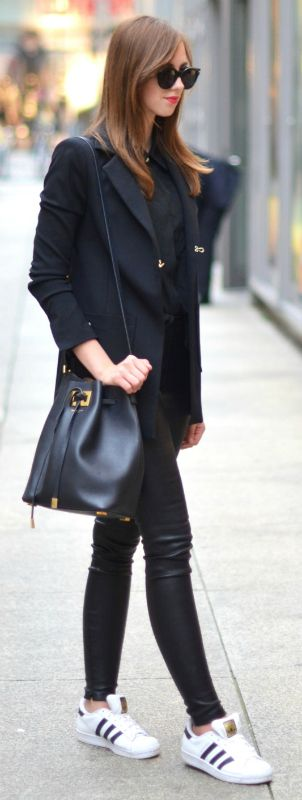 You can never go wrong with all black outfits! Via Barbora Ondrackova. Outfit: Ventifive, Sneakers: Adidas.