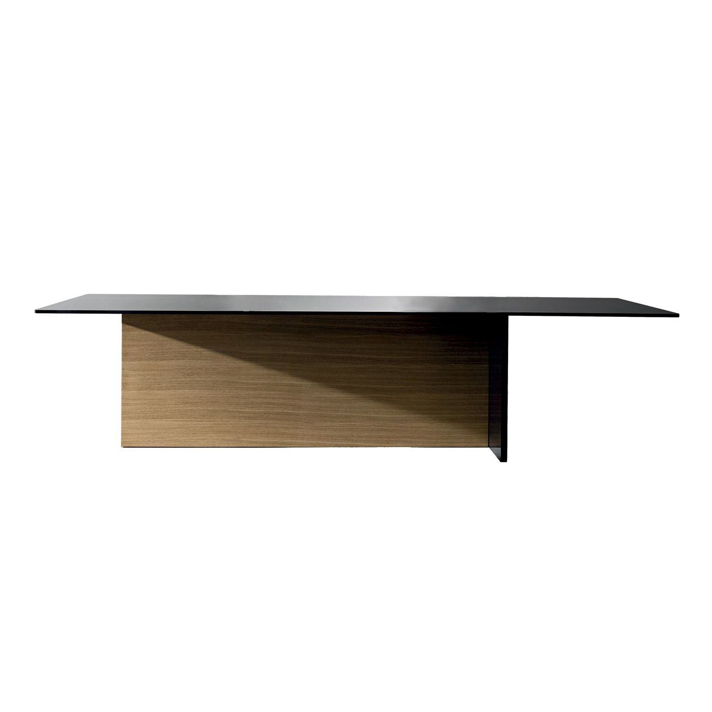 This elegant table in oak wood supports a top in laminated tinted glass. On one of the short sides, the same sleek glass tinted in black decorates the base.