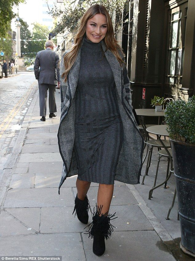Pregnant Sam Faiers Shows Off Her Baby Bump In Skintight Grey Dress